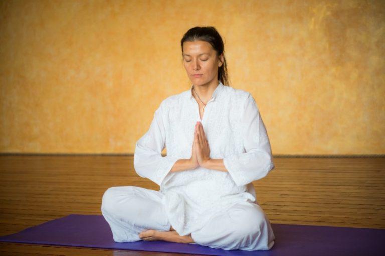 Кундалини йога поможет похудеть
