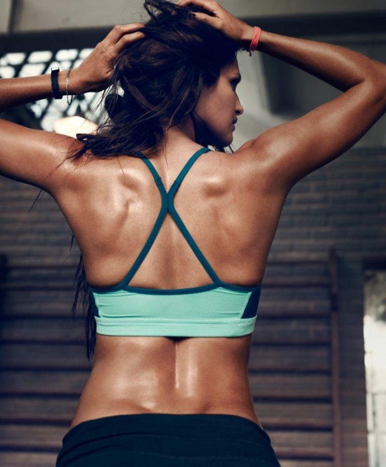 находилось фото женской спортивной спины младший житель города