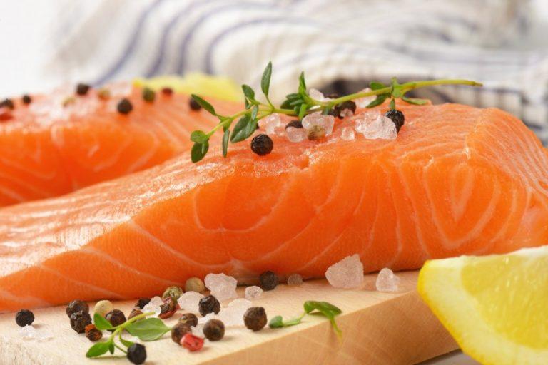 фото с красной рыбой